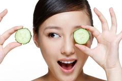 油性皮肤是如何产生的 油性皮肤怎么改善