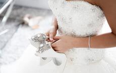抹胸婚纱适合什么身材的新娘