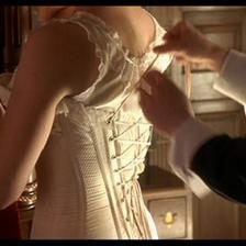 穿婚纱里面穿些什么内衣