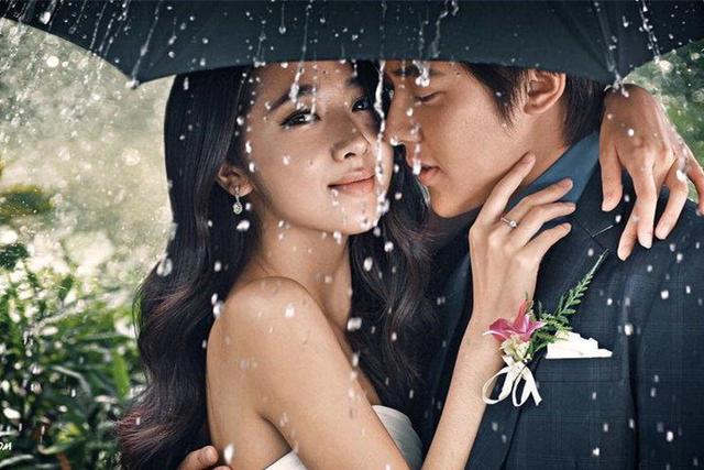 下雨婚纱照