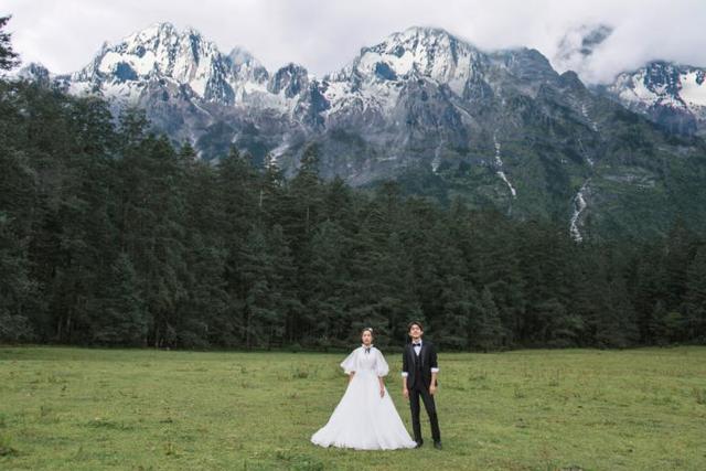 苍山下的婚纱照