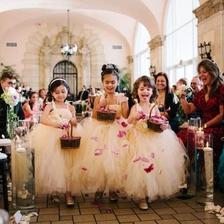 婚礼花童撒花正确示范 花童什么时候撒花