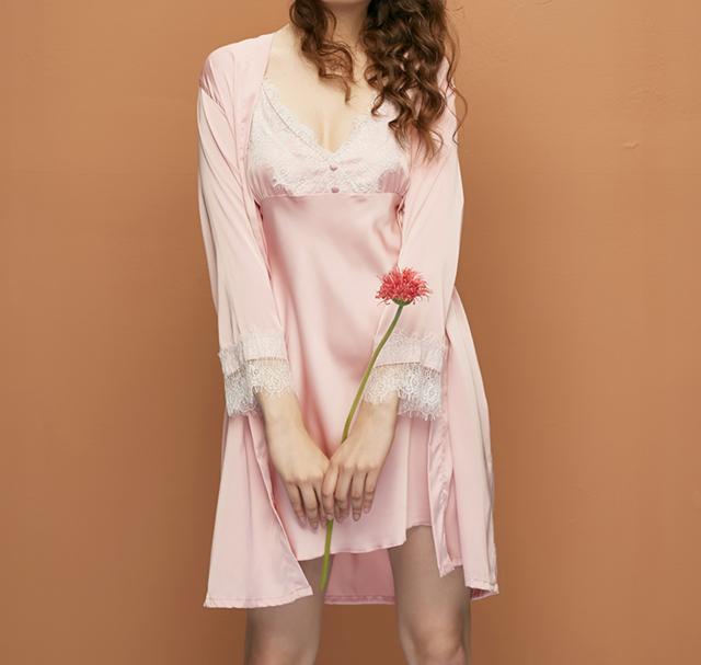 春夏穿的轻薄睡袍