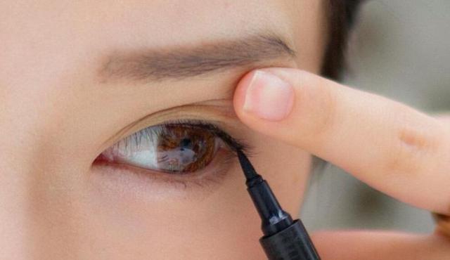 拍证件照妆容需要的自然内眼线