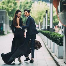 黑色礼服婚纱照好看吗 黑色婚纱寓意