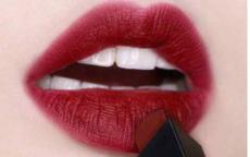 秋冬适合什么颜色的口红 秋冬涂口红的注意事项