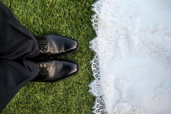 婚纱和皮鞋