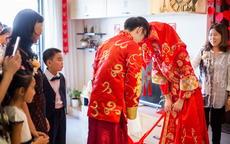 新娘如何选择适合自己的中式婚服