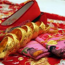 结婚下聘礼必备八样是什么 下聘礼要准备什么