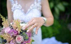 结婚戒指女生应该戴哪只手