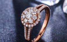 女人无名指戴戒指是什么意思