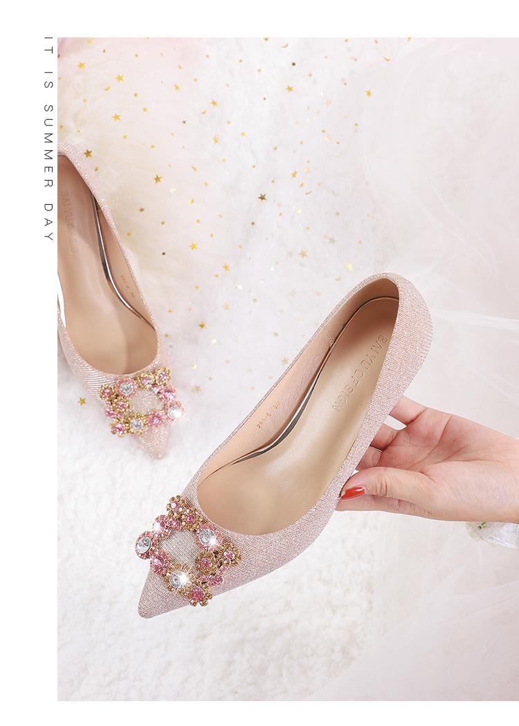不一样的闪 方扣水钻亮片布中跟秀禾婚鞋