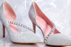 结婚只能穿红色高跟鞋吗
