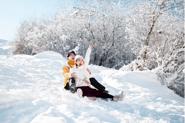 冬天婚纱照拍雪