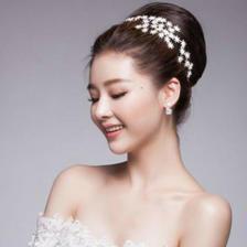 新娘婚纱礼服穿晚礼服发型选什么好