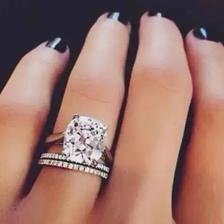钻戒和婚戒怎么同时戴