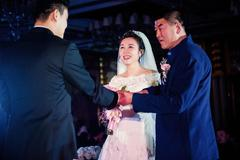 男方父亲婚宴上的讲话范文