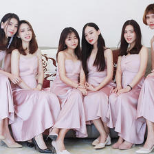 伴娘穿什么颜色的衣服 莫兰迪色系伴娘服优雅又高级