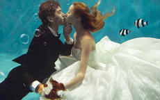 水下婚纱照贵吗 哪里适合拍摄水下婚纱照