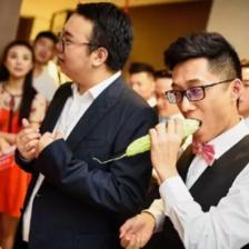 婚礼上最火堵门新方法 让伴郎团瑟瑟发抖的堵门游戏来了