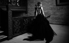 黑婚纱代表什么?穿黑纱拍婚纱照好吗
