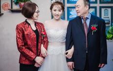 女儿结婚母亲穿什么颜色衣服好