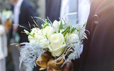结婚穿什么颜色的西服