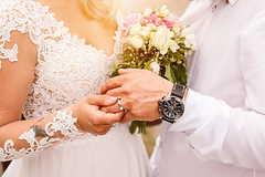结婚买钻戒哪个牌子好