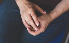 戒指男的戴哪只手