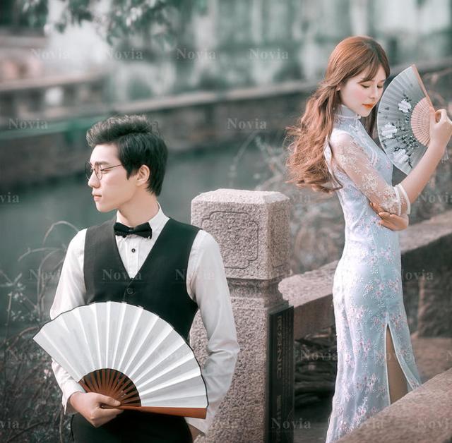 苏州江南水乡旁的婚纱照