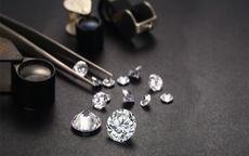 假钻石和真钻石有什么区别 鉴别钻石最简单的方法