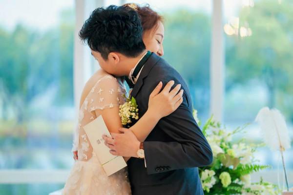 新娘致辞拥抱