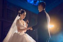 婚礼主持人活跃气氛台词