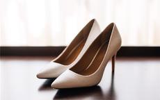 女生结婚能穿黑色鞋子吗