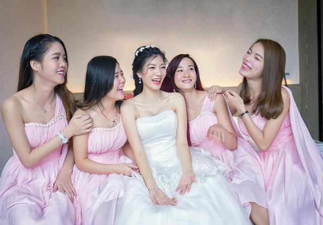 新娘和伴娘们的合照