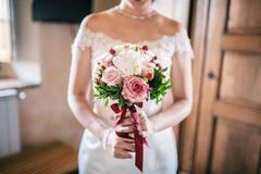 新娘手捧花送闺蜜的词温馨文艺的