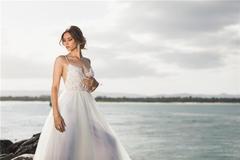 纯色背景婚纱照好看吗?纯色背景婚纱照拍摄技巧