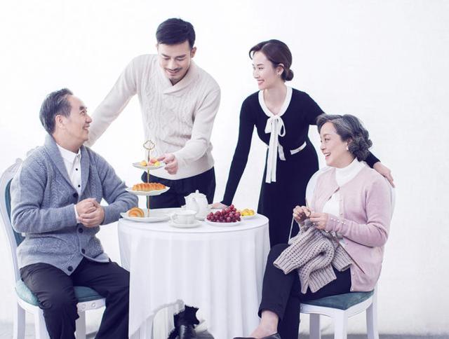 双方父母见面吃饭规矩 订婚情侣必看  第2张