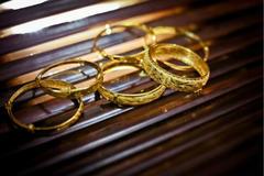三金是订婚买还是结婚买