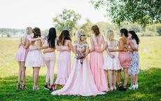 参加草坪婚礼穿什么