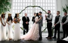 如何整新郎 婚礼当天创意搞笑整新郎方式