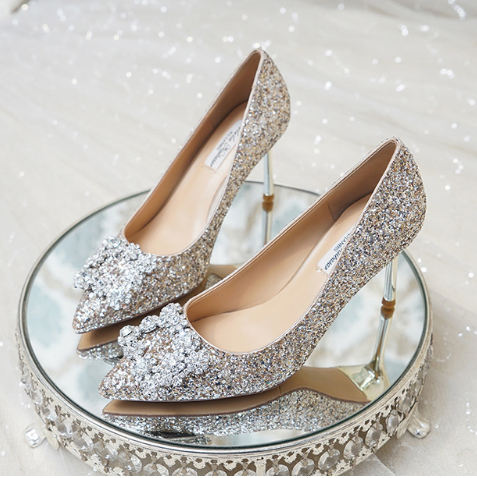 适合冬季结婚穿着的单鞋婚鞋