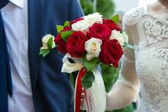 简单的手捧花制作方法 新娘手捧花一般用什么花