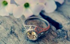 未婚女子戒指带哪个手指
