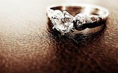 订婚一般买什么戒指