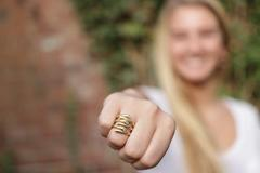 订婚戒指大概多少钱