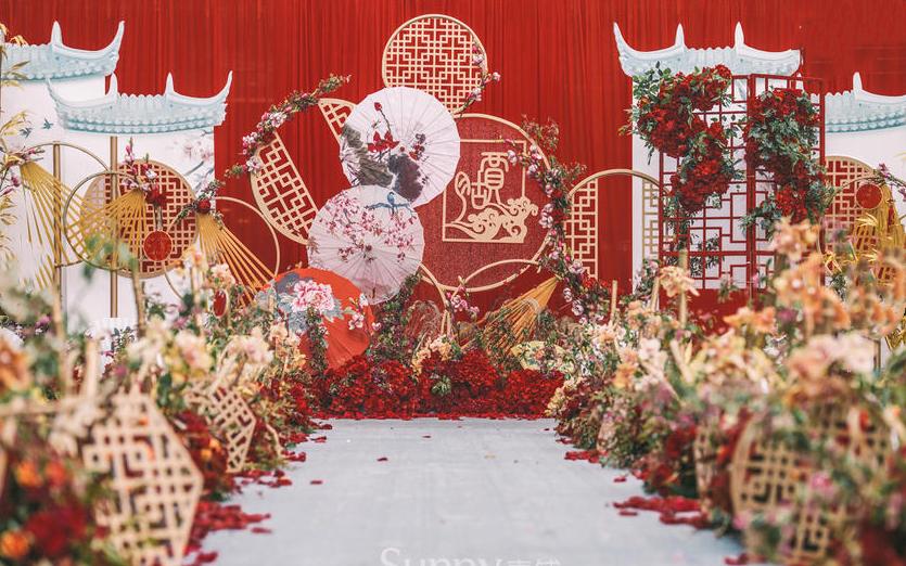 室外婚礼场景布置_婚庆布置会场效果图【婚礼纪】