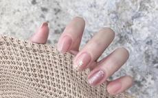 纯色美甲图片显手白 显手白的美甲颜色