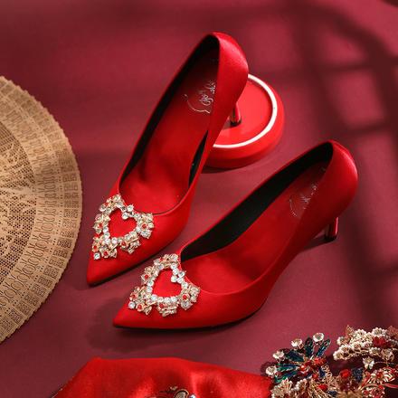 爱心钻扣浪漫新娘婚纱高跟单鞋