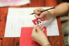 结婚登记照要露耳朵吗 最全的结婚证照片解答